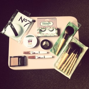 Featuring: Maybelline,The Vintage Cosmetic Company, Smashbox, Ecotools and No7.