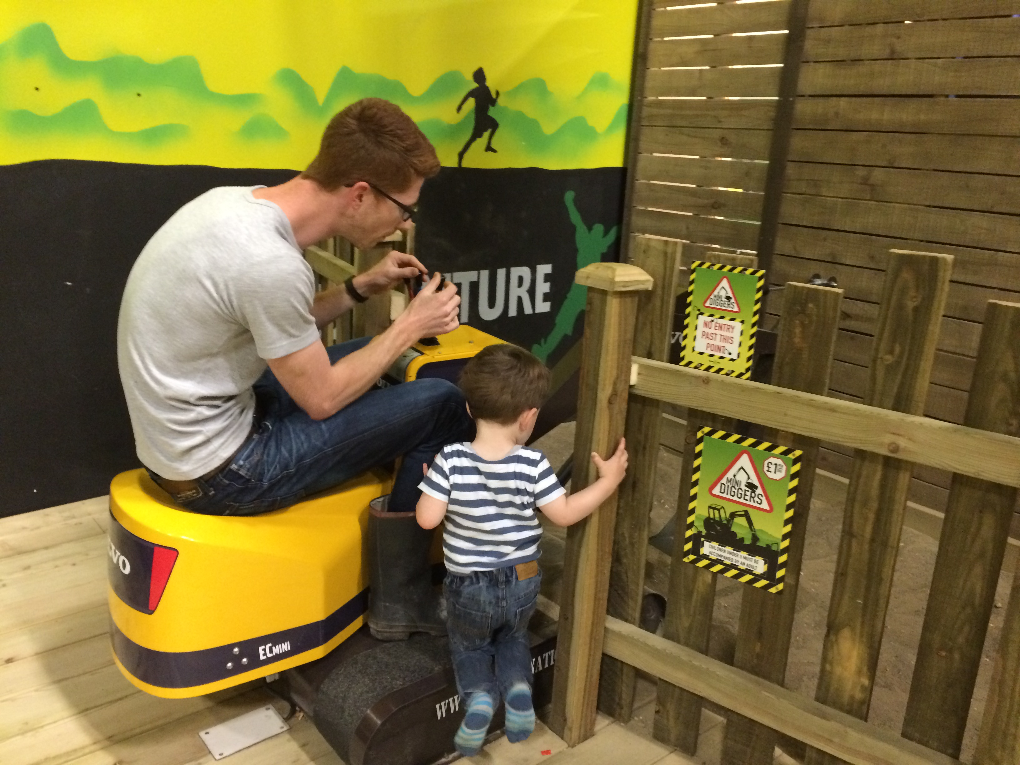 Bluestone Wales - Indoor mini diggers