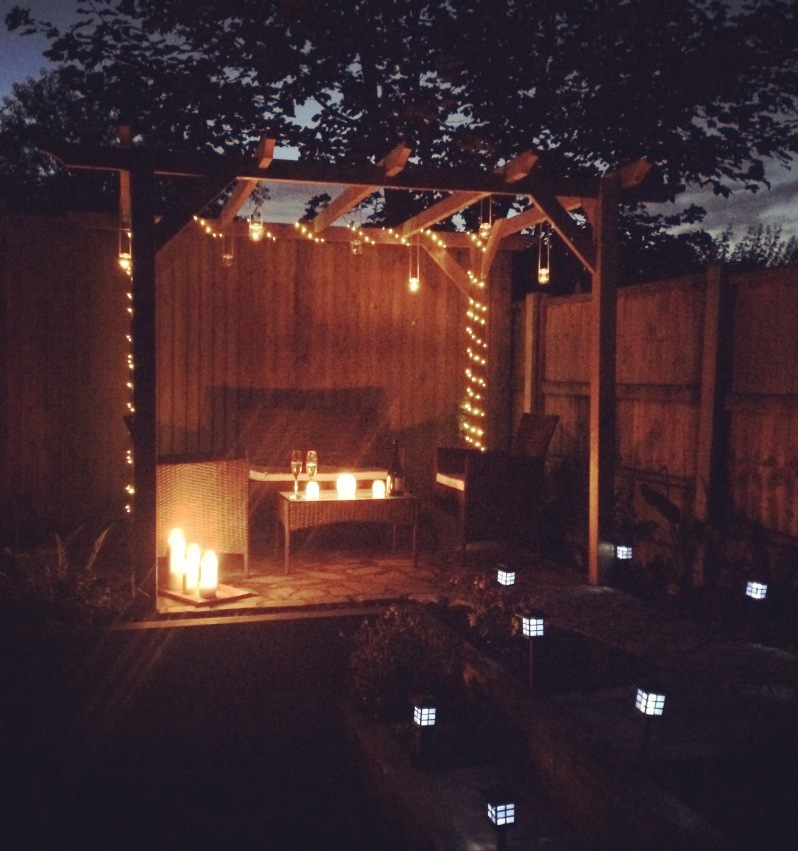 Date night under the pergola - Cool garden lighting ideas